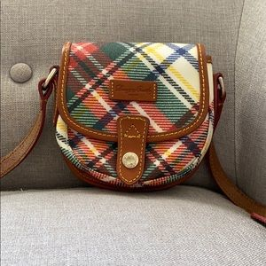 Dooney and Bourke crossbody leather, multicolor.